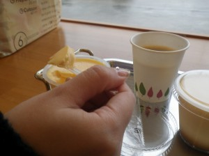 店内ではコーヒーの無料サービス