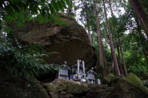 巨石は山岳信仰の聖地でもある