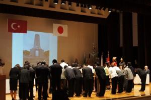 町民の代表者らが追悼ステージへ