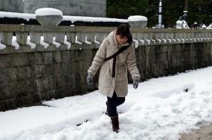 雪がうれしそうな中川アナ
