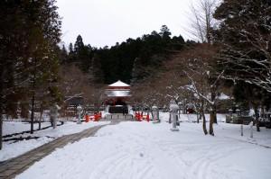 雪の高野山・英霊殿