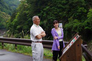 北山村観光産業課の田岡富泰課長に案内をいただく