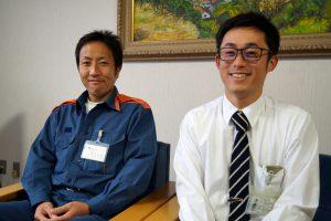 太地町総務課の和田さん(右)と産業建設課の森本さん