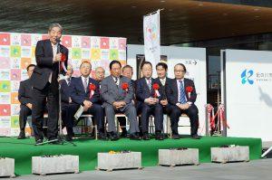 ぷる博キックオフイベントであいさつする紀の川市の中村慎二市長