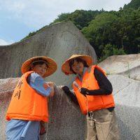 骨島上陸、岩が大きい