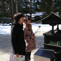 金剛峯寺に女子2人