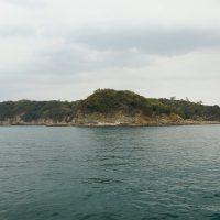 沖ノ島の向こう側に
