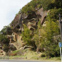 「高池の虫喰岩」と道の駅