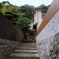 旧チャップマン邸への石段