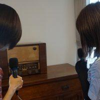 木製の大きな古いラジオ