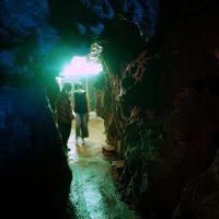 鍾乳洞の洞窟へ
