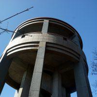円筒形の展望塔出現