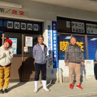 福島社長(右から2人目)と丸本部長と